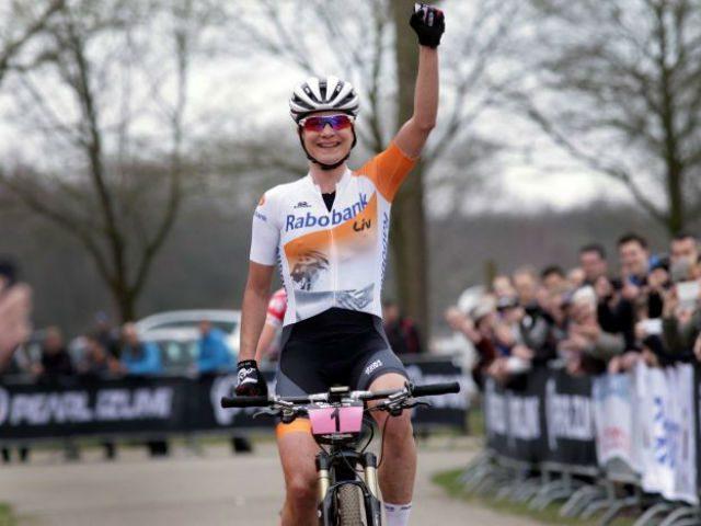 Marianne Vos maakt succesvolle rentree op de mountainbike