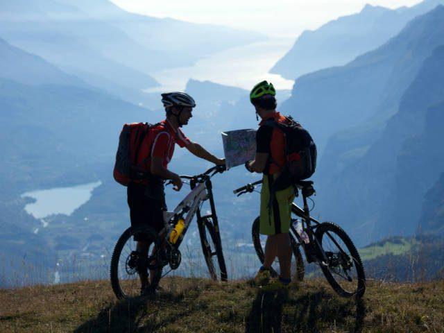 Duik vanuit de Brenta Dolomieten in het Gardameer