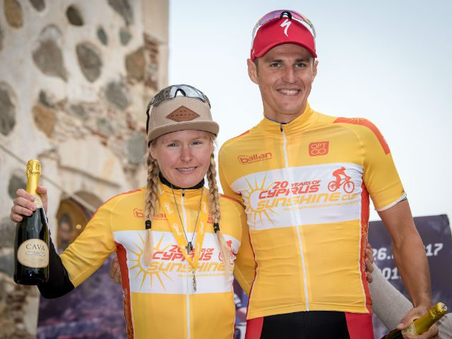 Githa Michiels naast Jaroslav Kulhavy op podium Cyprus Sunshine Cup